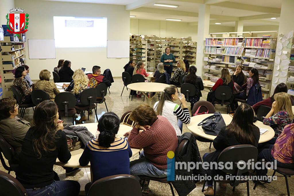 """Audiência Pública debateu Projeto de Lei que """"sobre a criação e organização dos Conselhos Escolares"""""""